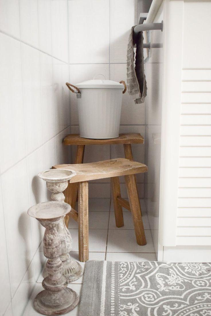 Badezimmer Ideen Deko Bad Renovierung Selber Machen Dekoideen Fur Ein Stilvolles Badezimmer Einrichten Aufwert Toilettenpapierhalterung Renovierung Holzhocker