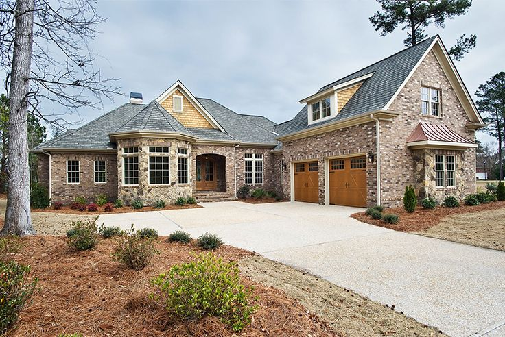 First Impressions Are Important From The Segmental Arch Above The Covered Entrance To The Classy Brick Steps This Home S F Brick Steps Aka House Gable Window