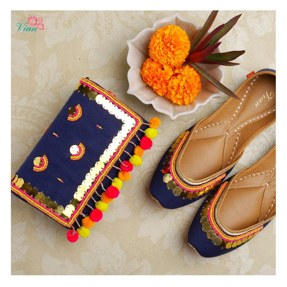 Pinterest : @bhavi91 | Indian shoes, Jutti, Embroidery shoes