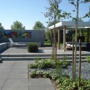 Loungetuinen - De loungetuinen kenmerken zich bovendien door het hoge afwerkingsniveau, de hoogwaardige materiaalkeuzes, de strakke vormgeving en de heldere lijnvoering.