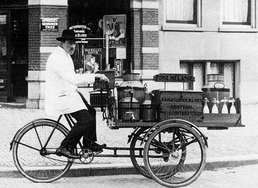 Een melkboer, melkman of melkslijter was iemand die langs de deur ging met voornamelijk melk en zuivelproducten, en eventueel een winkel dreef. Voor de uitvinding en grootschalige toepassing van de koelkast kwam de melkboer in Nederland dagelijks langs de deur. Het rondventen van de melk ging in de stad vaak met een transportfiets met een houten bak en later met een laag plateau waar twee bussen op konden staan. Maar er werd ook gevent met paard en wagen en zelfs hondenkarren.