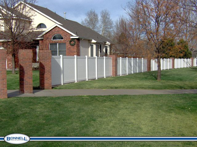 Vinyl Fence With Brick Columns In 2019 Backyard Fences