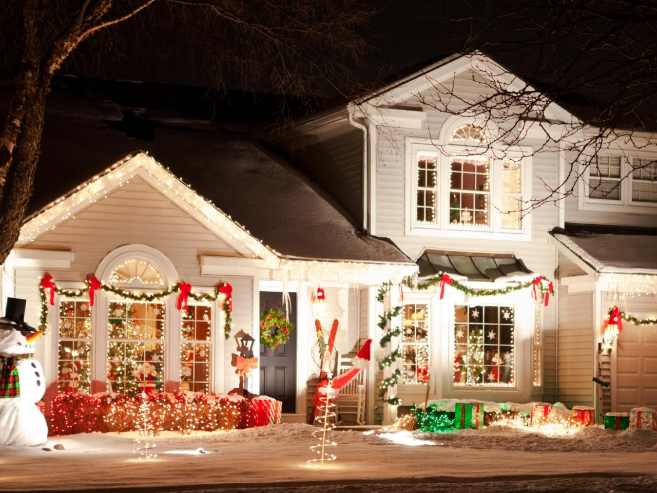 Find Tips And Trends On The Latest Outdoor Lighting Gadgets And Decorations Outdoor Christmas Lights Christmas House Lights Christmas Lights Outside