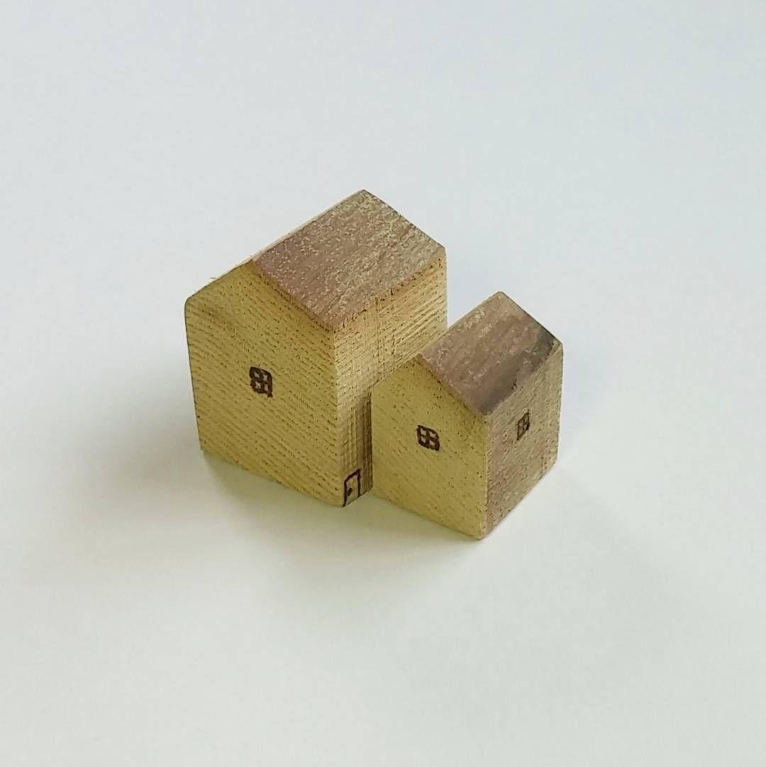 : 家 :  家の置物木製松本市で購入シンプルで可愛いらしい佇まいが好き   高さ5cmほど(height :2.5inch )    #家の置物 #小さな家 #木製の家の置物 #クラフト作家 #お名前忘れた #japanmade #craftsmanstyle #houseobject  #woodenobject  #tinyhouse  #smallobject  #simplewoodenobject  #cute  #likeit by eturansitu.5921