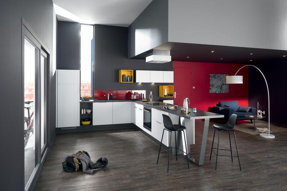 Cuisine équipée blanche et grise ouverte sur le salon, avec coin - Photo Cuisine Rouge Et Grise