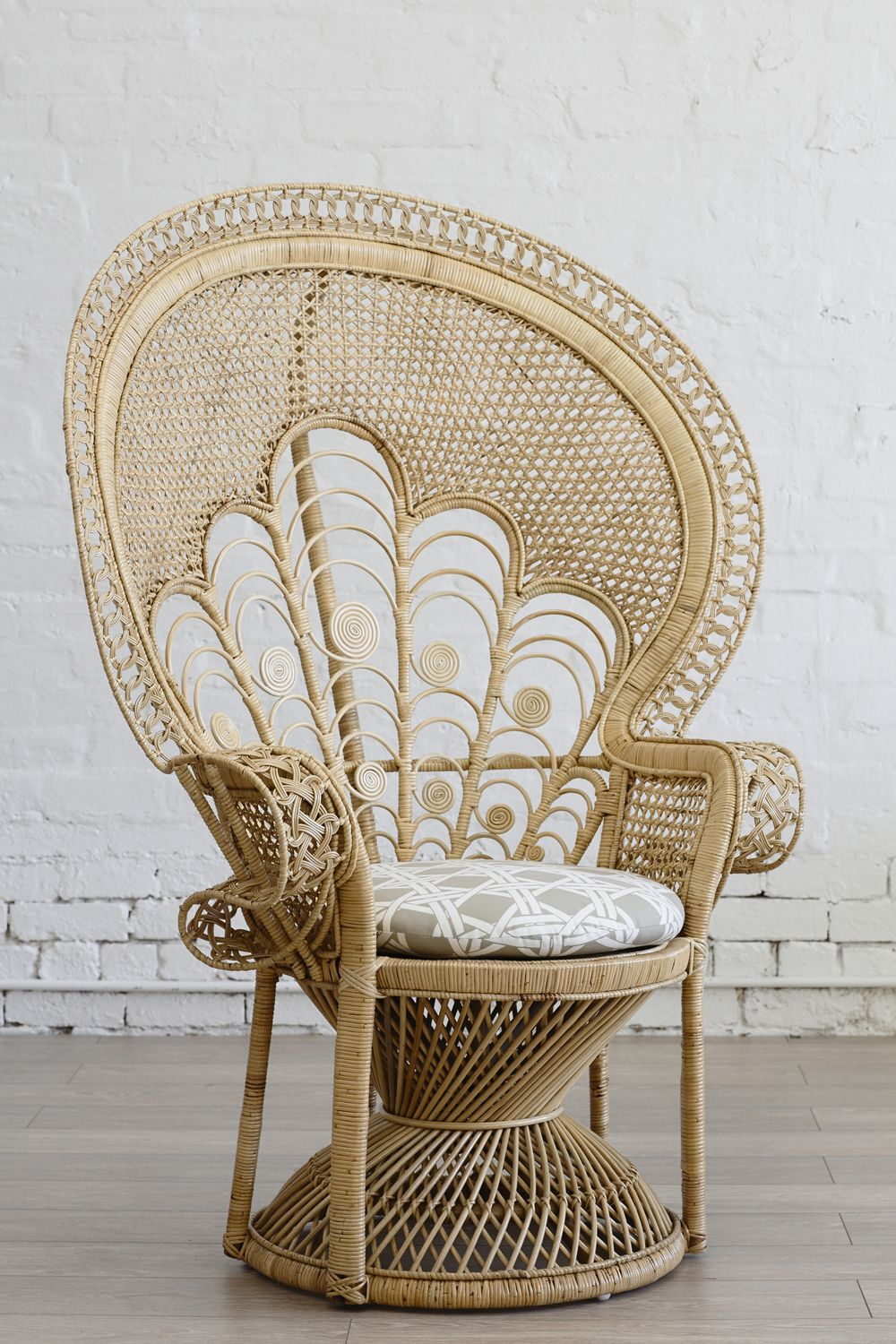 Peacock chair i had one like this in my room when i was for Bamboo and wicker furniture