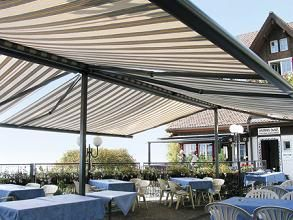 Freestanding Retractable Awnings A Variation Using Our Lateral Arm Retractable Awnings Is Ideal For Shading Sol Pergola Plans Design House Awnings Modern Shade