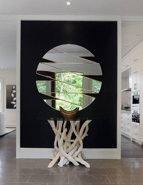 Стильная форма зеркала в прихожую - фото в интерьере ...