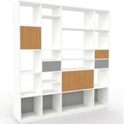 Photo of Wohnwand Weiß – Individuelle Designer-Regalwand: Schubladen in Grau & Türen in Eiche – Hochwertige M