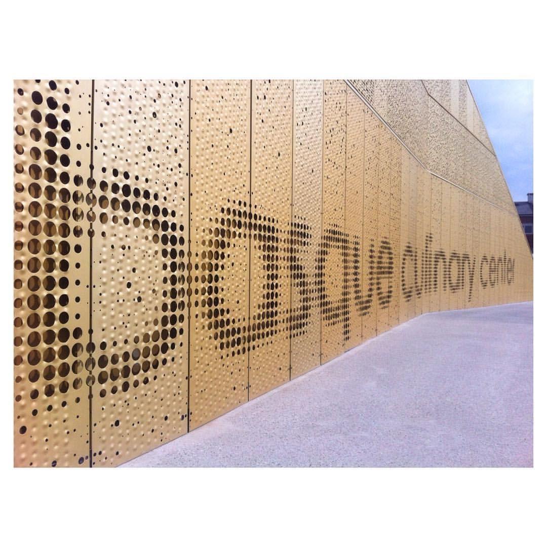 Fachadas que son letras bculinary by vaumm arkitektura for Casas de diseno grafico en la plata