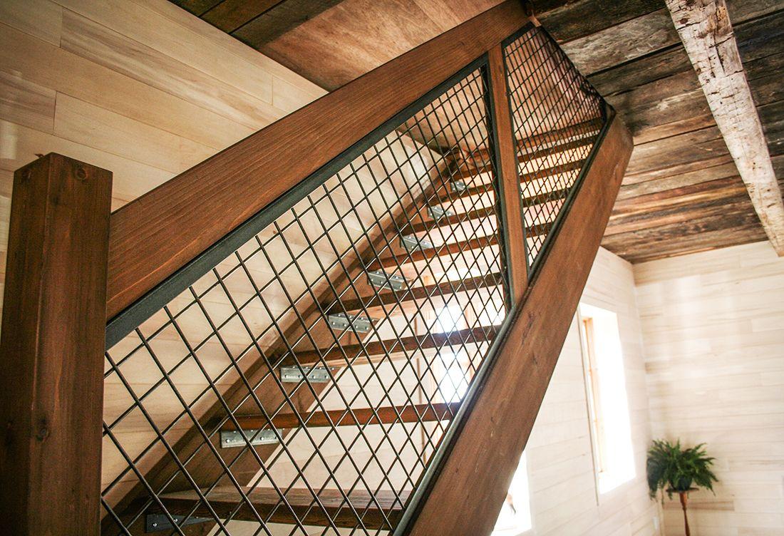 Escalier Bois Et Metal Les Gardes Sont En Grillage Escalier