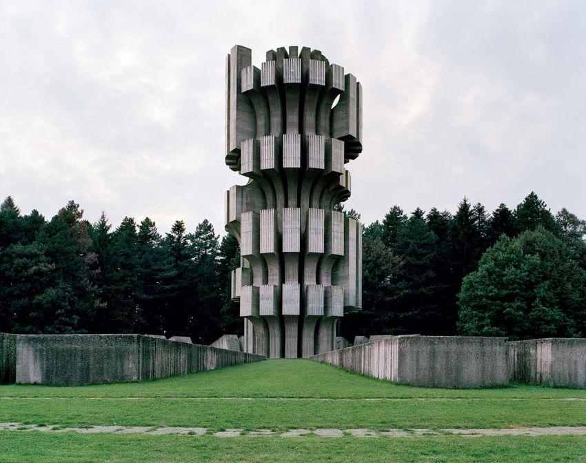 Düstere Stimmung:  Dieses Denkmal wurde 1972 eingeweiht und stammt vom...