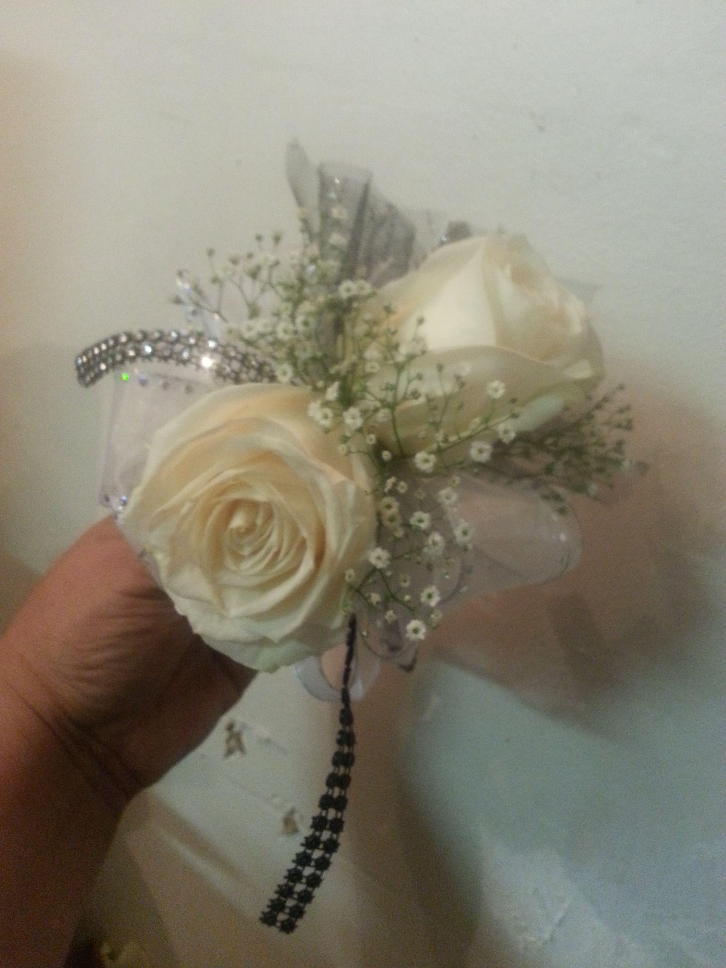 off white roses/babys breath anda little bling.