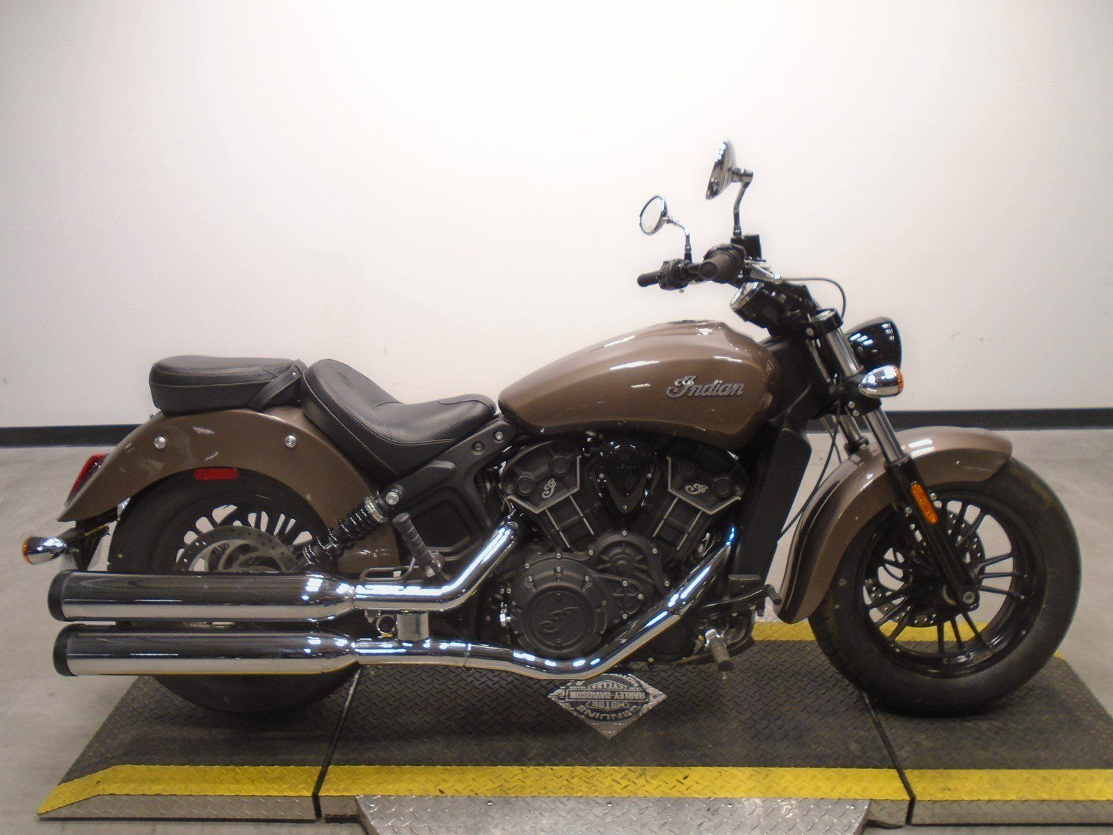 Pre Owned 2018 Indian Scout Sixty Cruiser In Golden M129302 Avalanche Harley Davidson Indian Scout Indian Scout Sixty Scout Sixty [ 1200 x 1600 Pixel ]