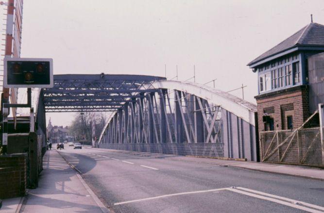 swinging-bridge-manchester