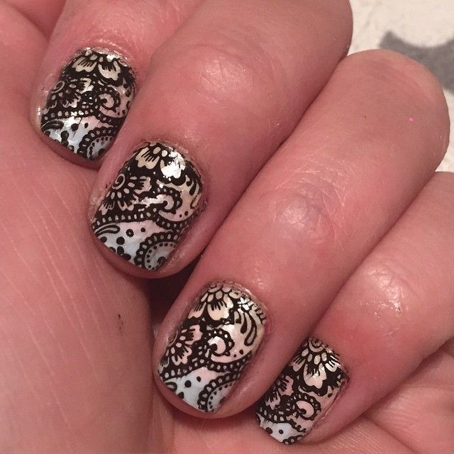 Again short nails, but decide to do some nailart! #nailart #infinitynails #dashica #stamping #stampingpolish #dashicastampingpolish #nails #essie #colorclub #hkgirl