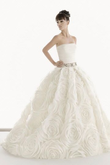 Aire Barcelona Wedding Dress Style Nuria. Not super into ballgowns, but i could make an exception for this.