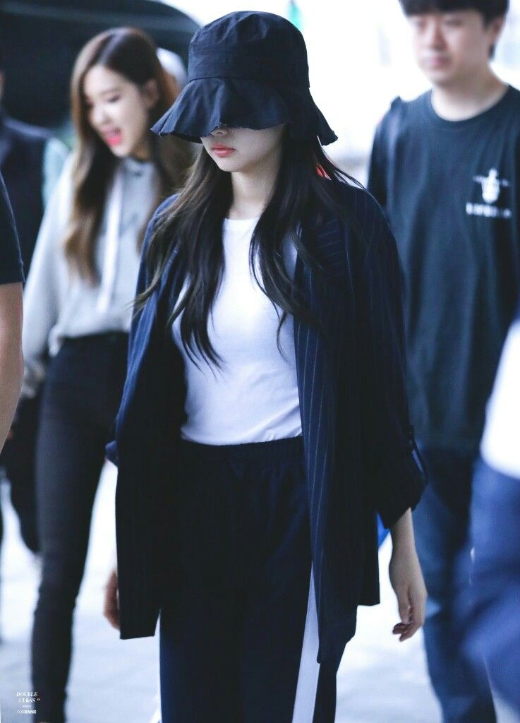 de2ff98e008 BLACKPINK Jennie at Gimpo Airport