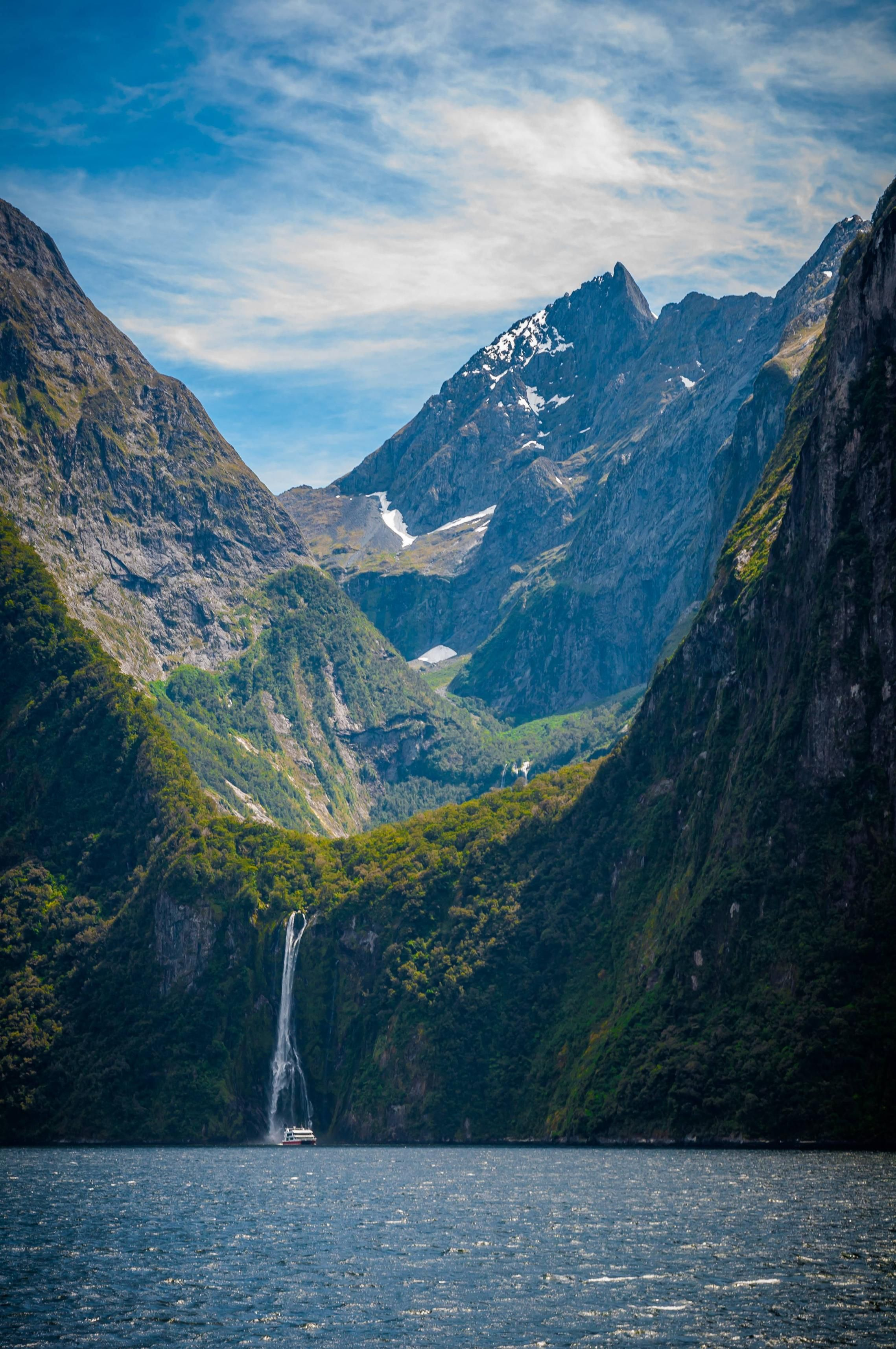 One of the most breathtaking views. (Milford Sound, New ...