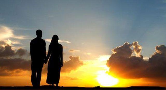 Hukum Istri Menghisap Kemaluan Suami, Boleh atau Tidak? - Sebarkanlah.com