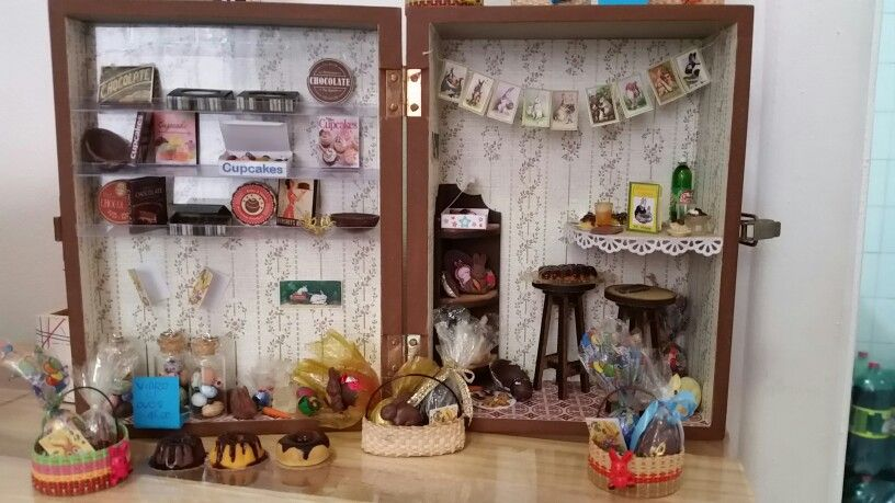 Easter in a box - by OficinaCarioca #miniatures #dollhouses #miniaturefood #polymerclay #Easter #Pascoa #chocolate