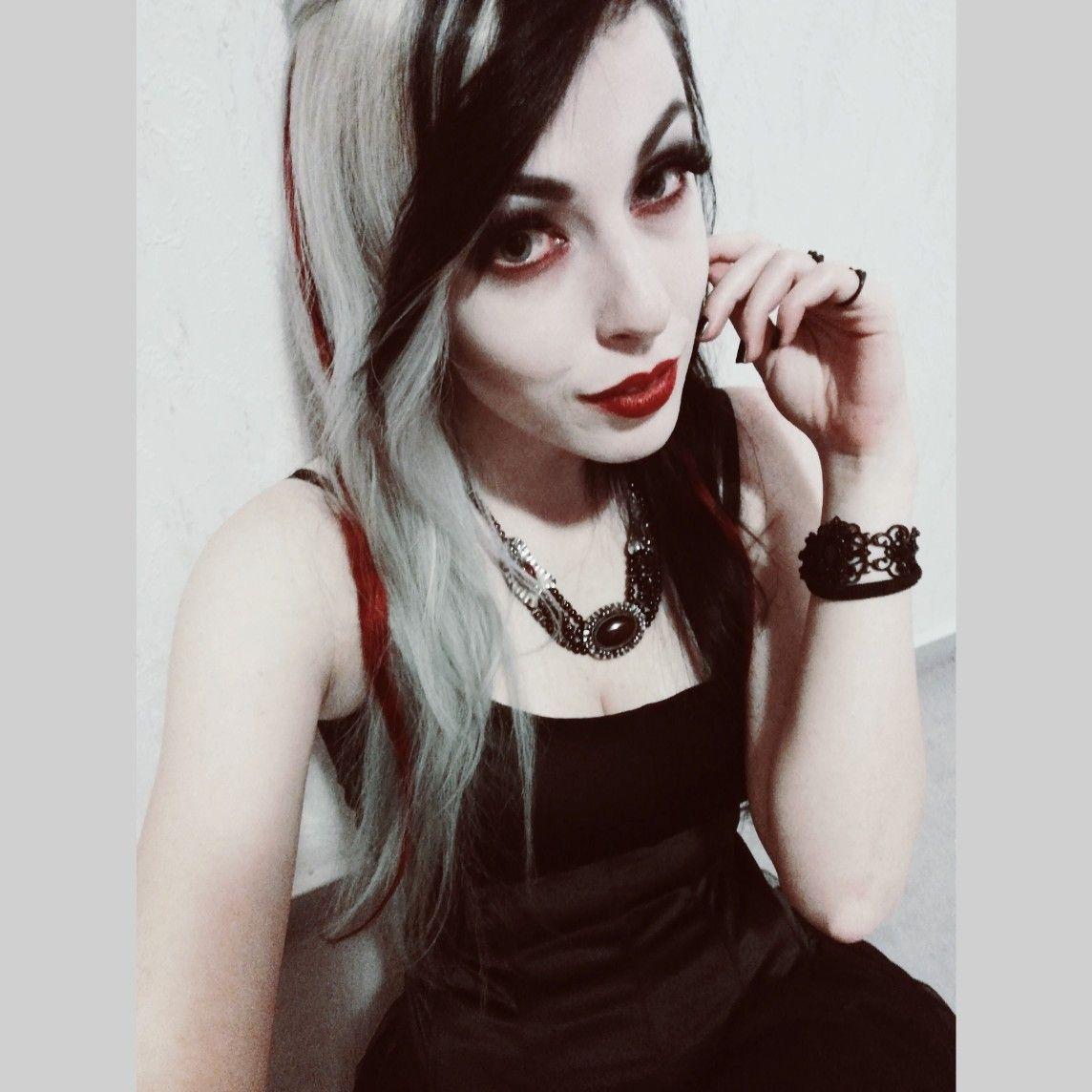 Emo emogirl halfandhalfhair blackhair whitehair redlips goth