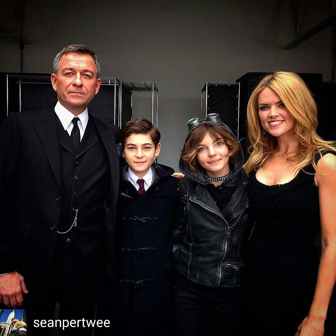 @Regrann from @seanpertwee -  #tbt #Gotham pilot shoot . Before I shrunk & they still found my stories fascinating #DavidMazouz #CamrenBicondova #ErinRichards - #regrann  #SeanPertwee