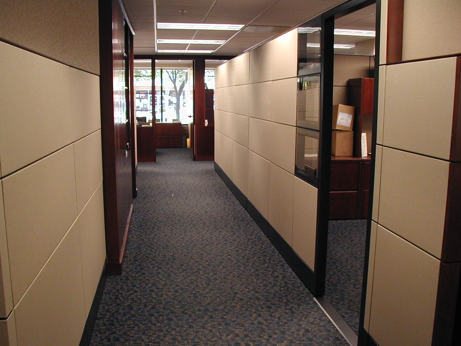 Standalone cubicle room with laminate and glass panels by