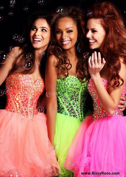 8f0a0bf74 Vestidos para Fiesta de 15 Años con temática de carnaval