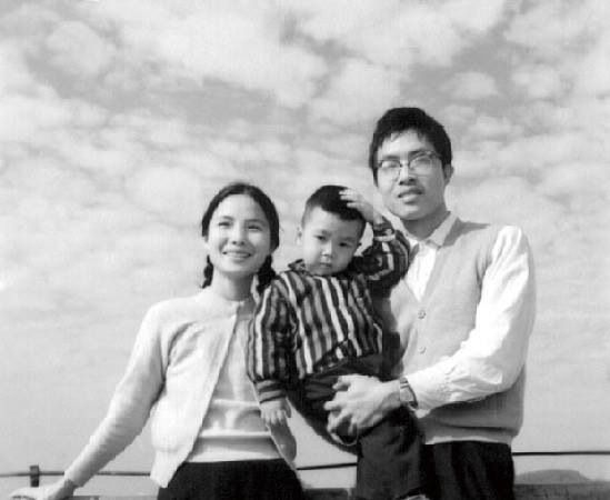 Sifu Bow Sim Mark with her family (son, Donnie Yen)  Source:  Bow Sim Mark Tai Chi Arts Association facebook