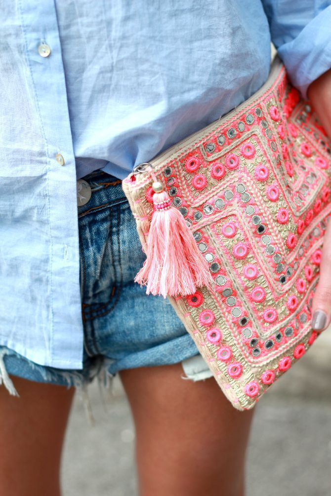 Lightblue shirt. Denim shorts. Bohemian clutch. Boho style. Fashionist. Easy to copy.