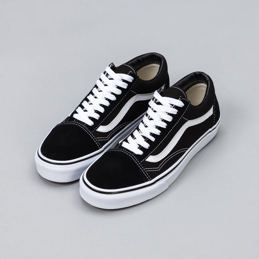 The Vans Old Skool The First Shoe To Bare The Signature White Stripe On The Side In Black Canvas Can Vans Shoes Women Vans Old Skool Black And White Shoes