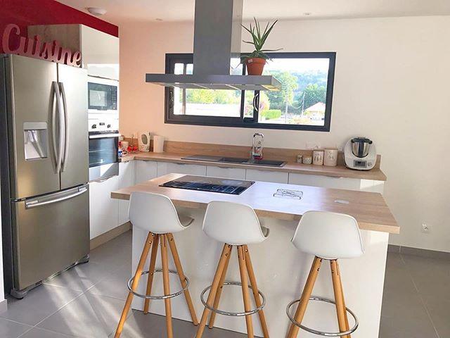 Facades Blanc Laque Plan De Travail Chene Timber Cuisinella Cuisinella Idees Pour La Maison Decoration Interieure