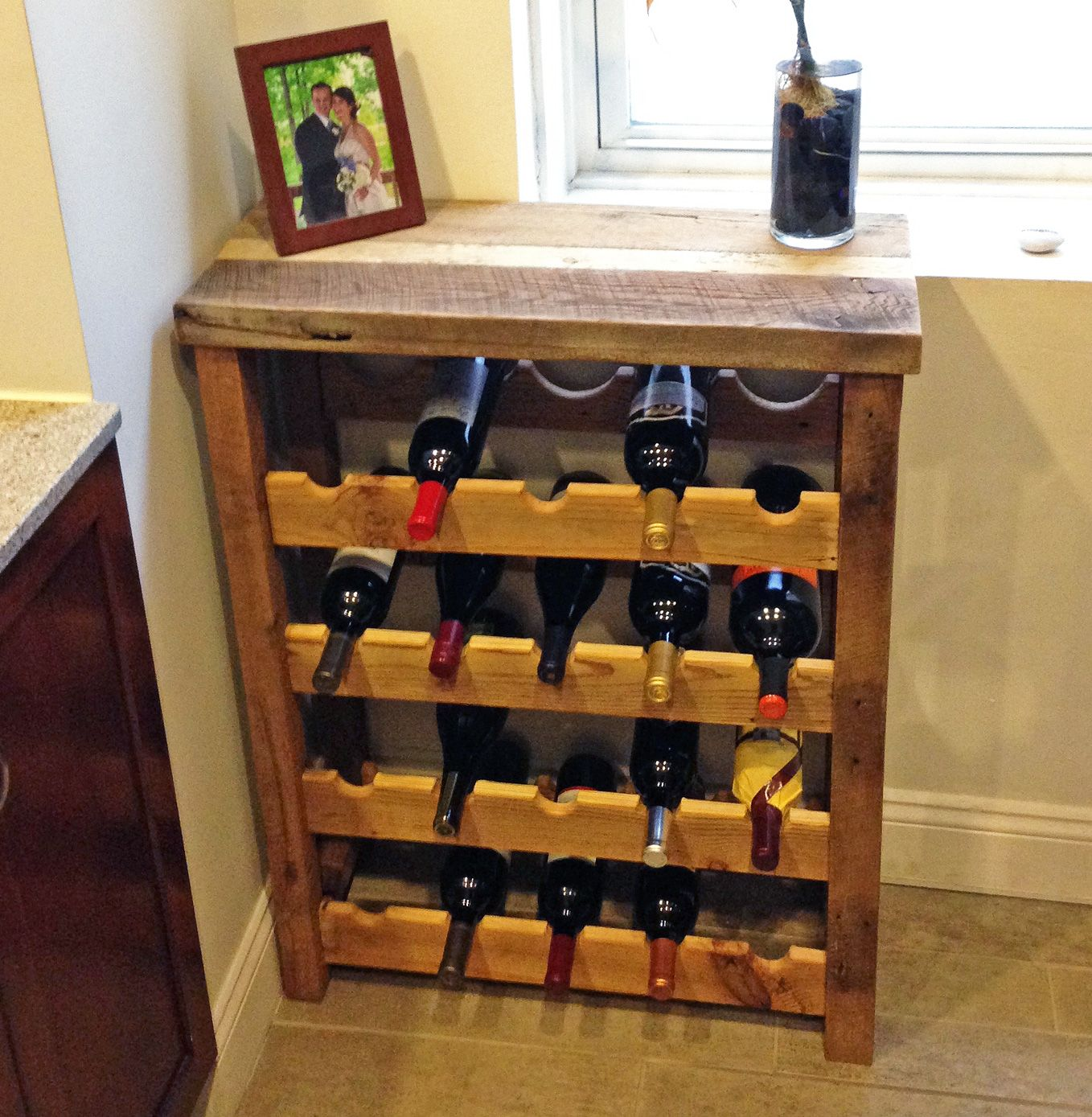 20 Small Home Bar Ideas And Space Savvy Designs: 20 Bottle Wine Rack