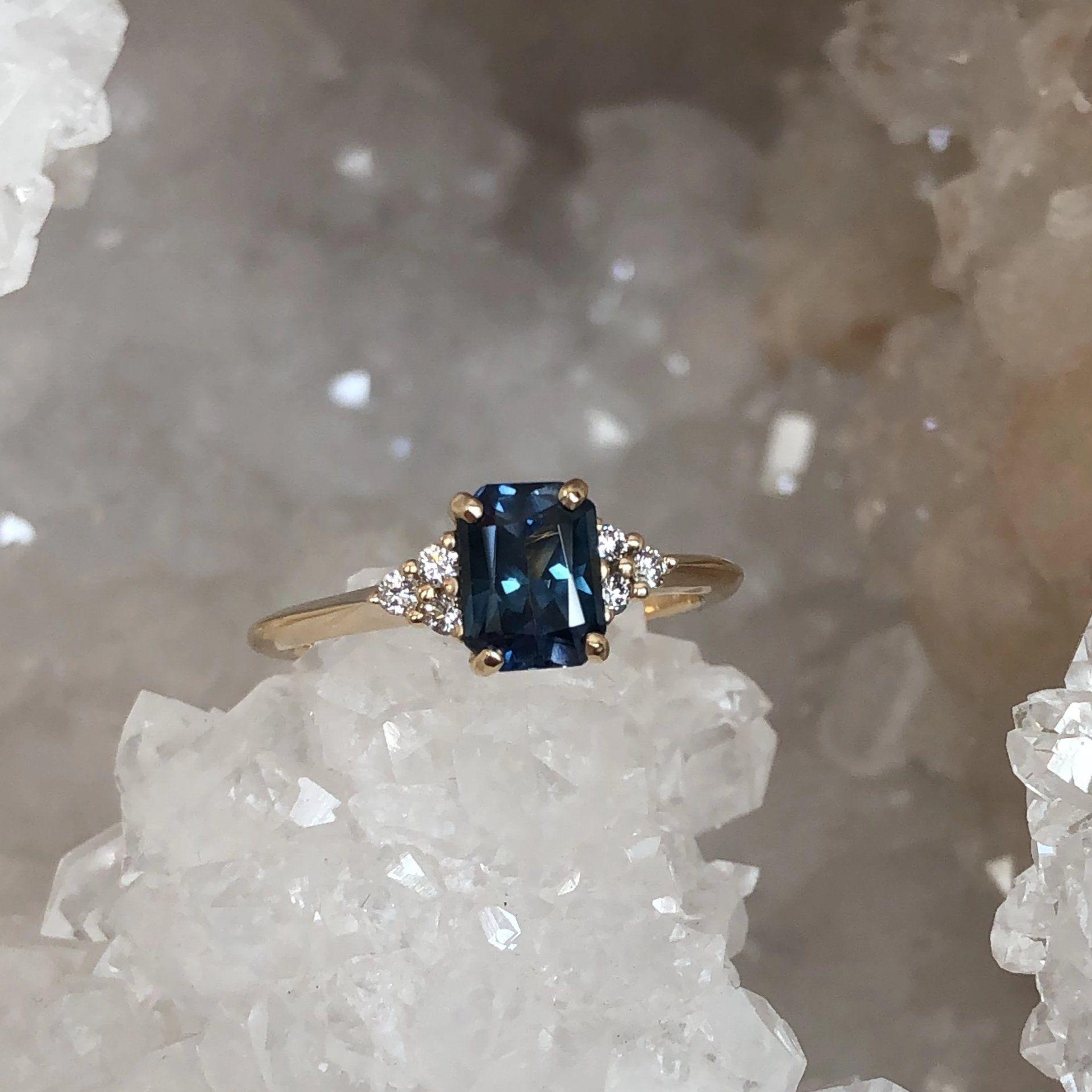 Photo of Bague diamant et saphir Montana taille radiant 1,28 carat