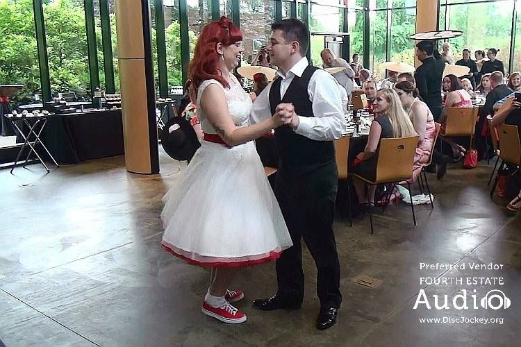For Their First Dance Sandi And Brian Chose Frank Sinatra S Fly Me To The