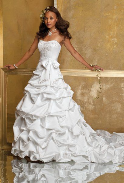 Group USA Wedding Dresses Bow