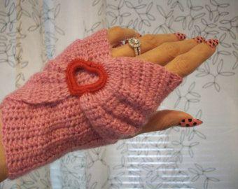 Valentino rosa bella w cuore rosso Crochet Infinity guanti senza dita - amore - Wristwarmers - donne medio - pronti per la spedizione per Manicure
