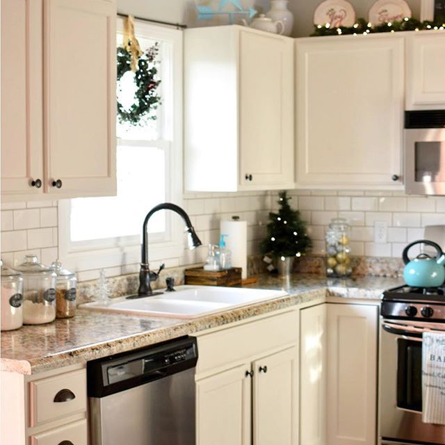All About Cabinets And Countertops: @familyfunspot's Giani Painted Countertops Look Fabulous Paired With All Her Festive Holiday