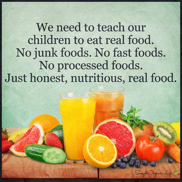 Трябва да научим нашите деца да ядат истинска храна. Не боклуци не бързо хранене не преработени храни а просто обикновенна истинска питателна храна
