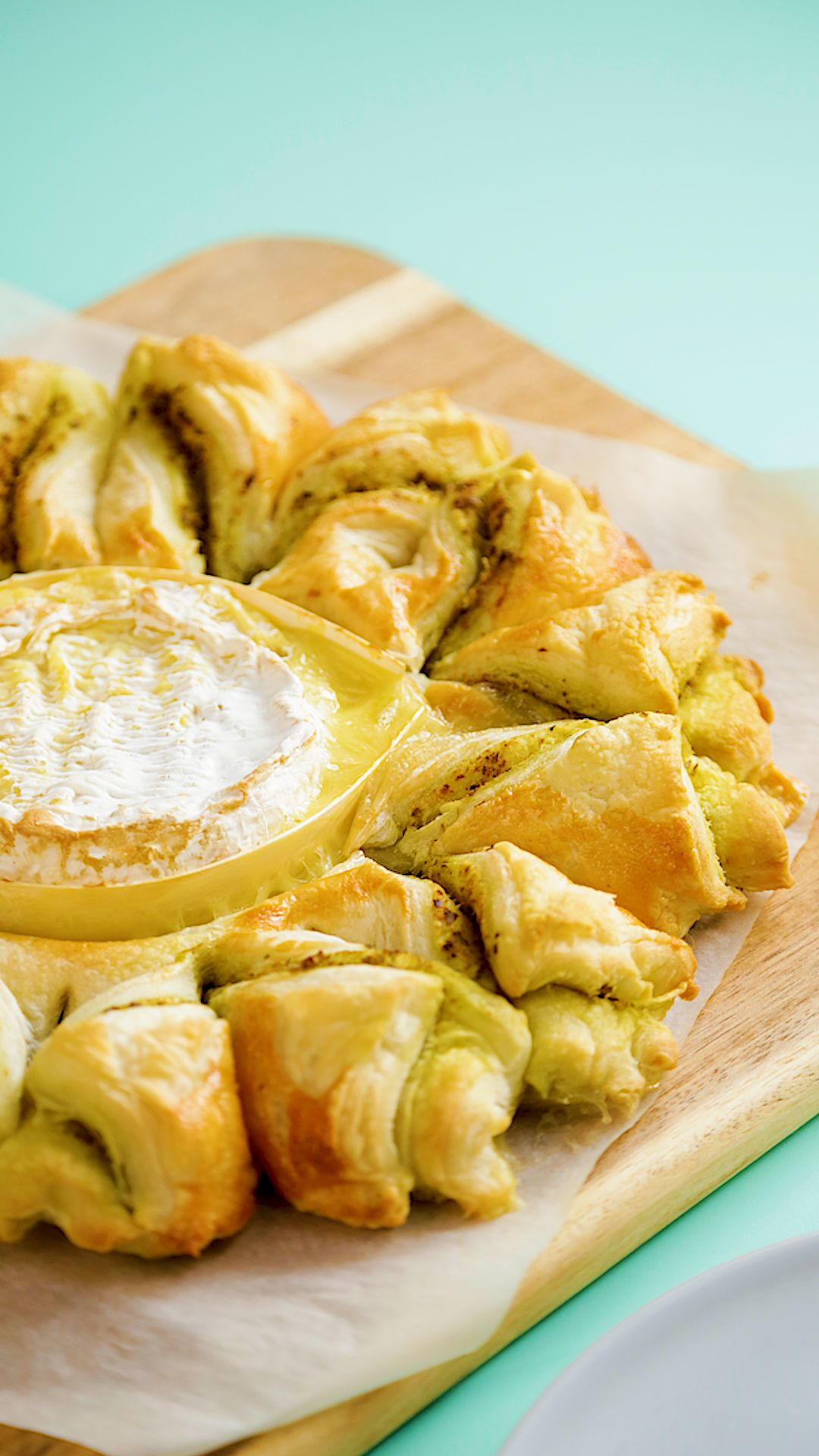 Pesto Camembert With Puff Pastry Twists