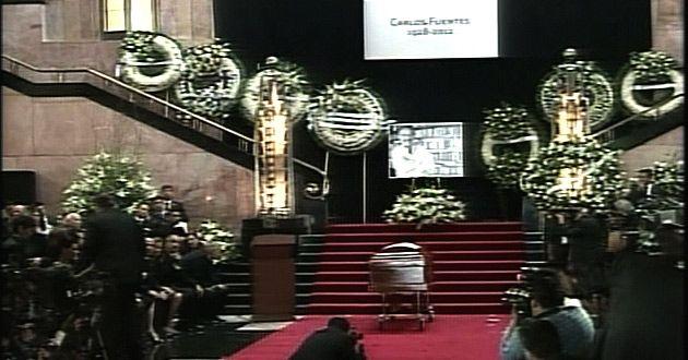 Carlos Fuentes recibe homenaje en Bellas Artes