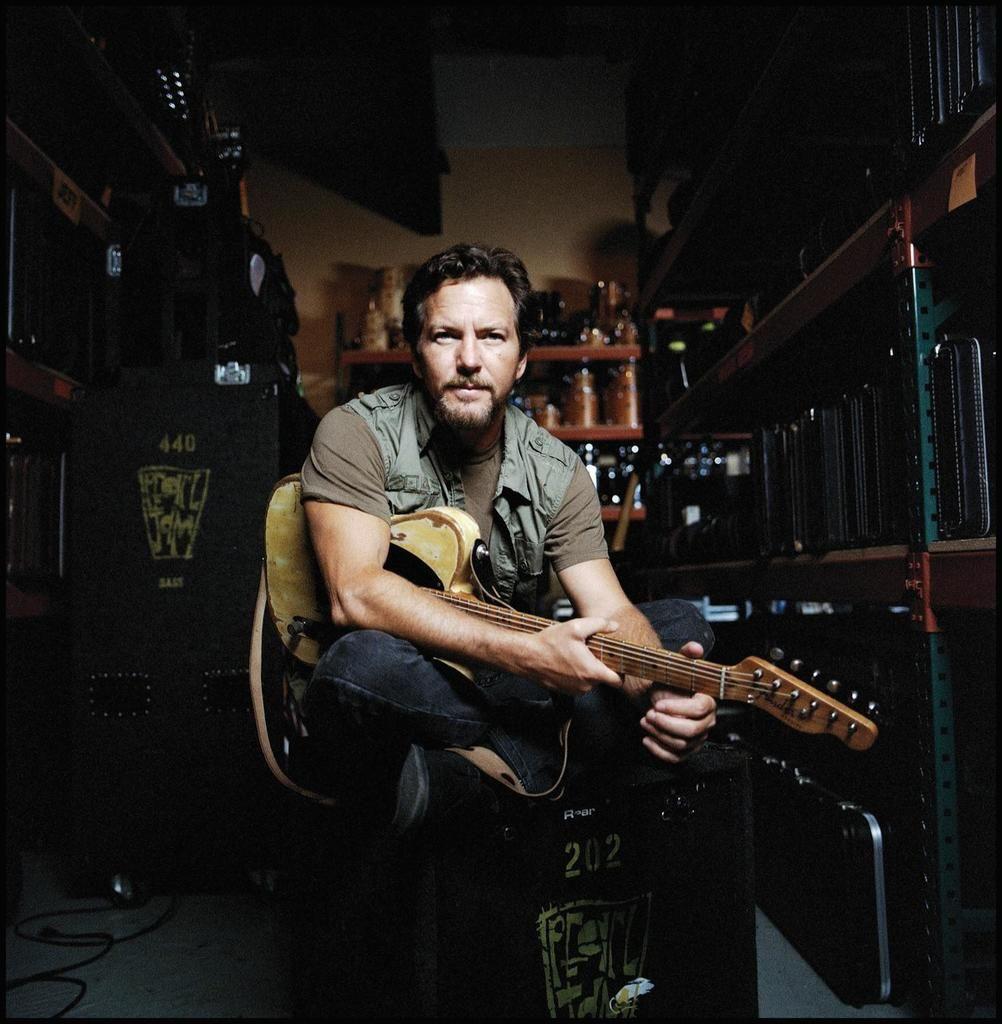 Pearl Jam: Eddie Vedder in Florida sul palco con la maschera di Donald Trump - VIDEO / F https://t.co/C0HoaSiXUT https://t.co/EjHJ0pxp68