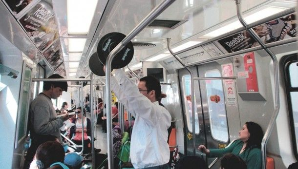 Ação da Reebok invade o metrô do Chile