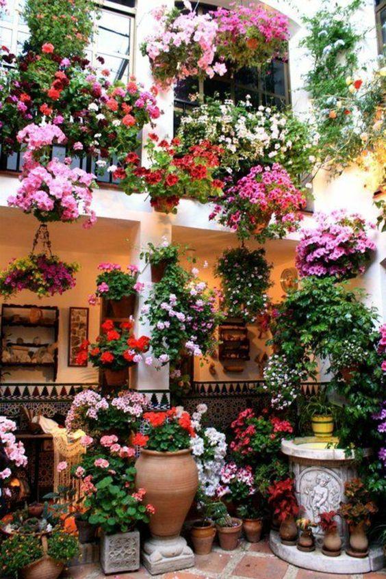 Comment avoir un balcon fleuri id es en 50 photos jardini res aux fen tres jardins fleurs for Fenetre en espagnol
