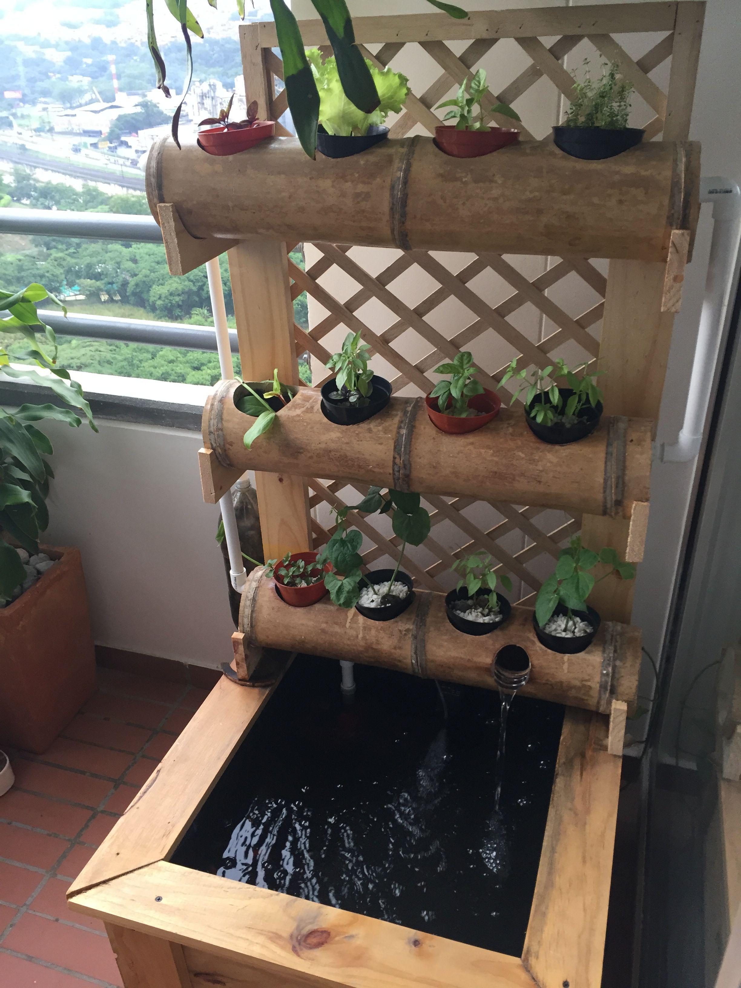 Home made ornamental aquaponics bamboo vertical garden diy - Jardin vertical en casa ...