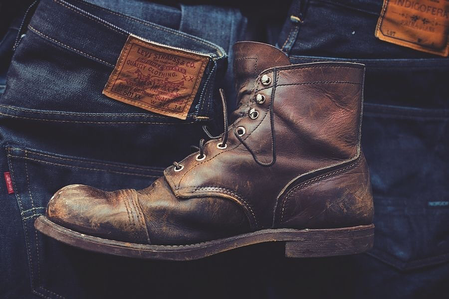 Leather boots for men: Red Wing Iron Ranger Boot. Smokin' with blue jeans!