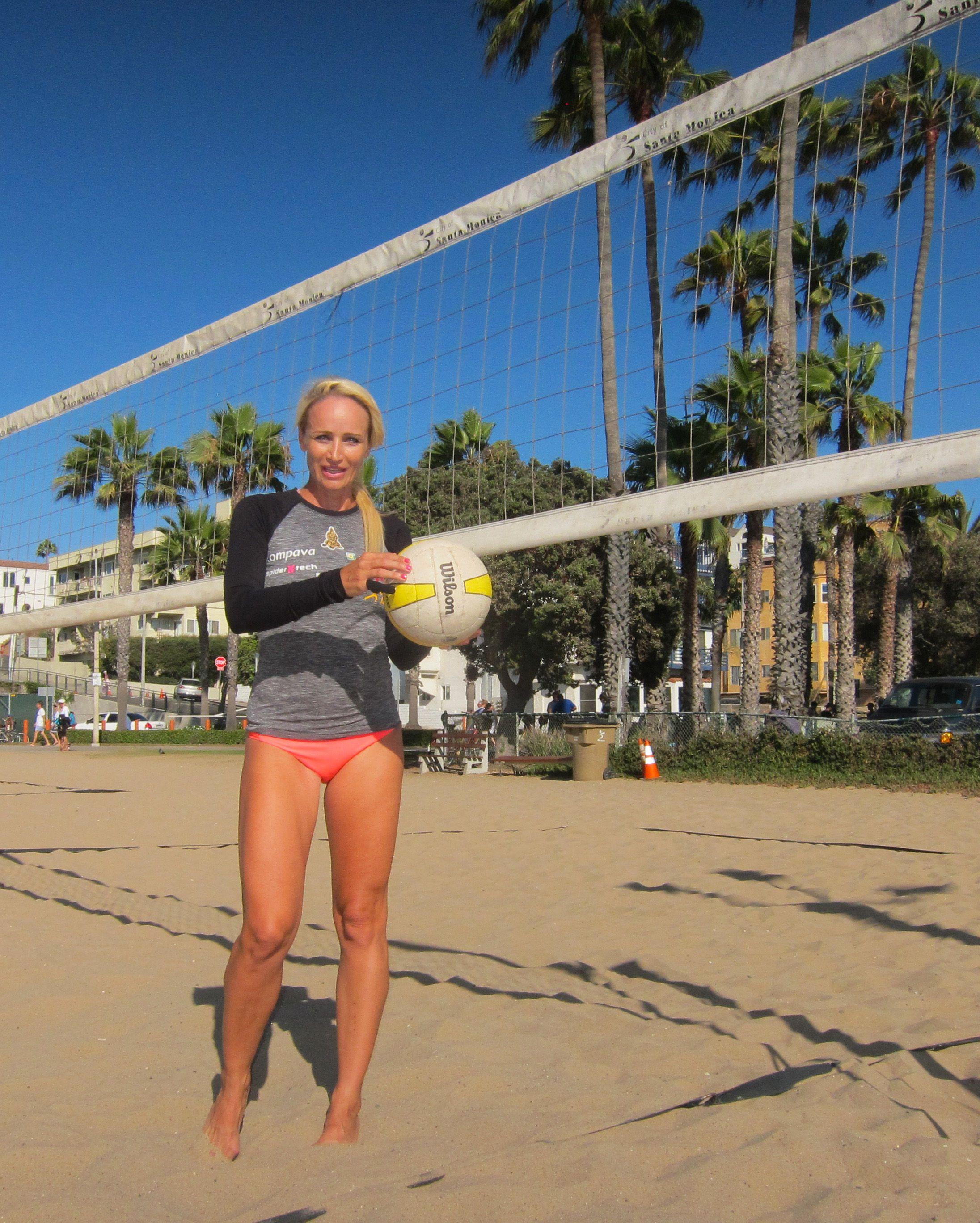 Waiting For My Teammates At The Santa Monica Beach Santamonica Beachvolleyball Musclebeach Play Win Sunny Be Muscle Beach Monica Beach Beach Volleyball