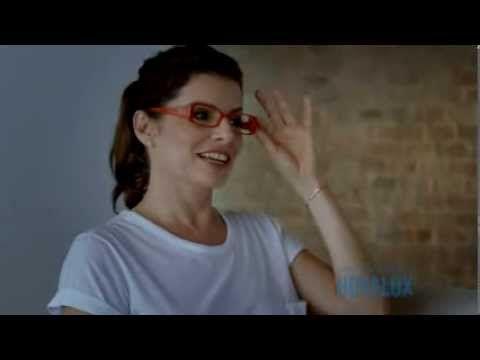 Com as lentes multifocais Hoyalux, você enxerga com o mesmo óculos a todas as distâncias! Como explica a atriz Débora Bloch neste vídeo, assista agora!  (Fonte: Hoyalux)  http://www.youtube.com/watch?v=o60FiFbZRBo&feature=youtu.be