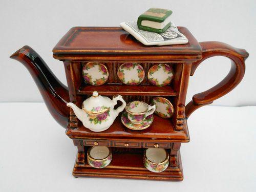 cardew royal albert old counrty roses welsh dresser teapot made in england ebay k nnchen. Black Bedroom Furniture Sets. Home Design Ideas